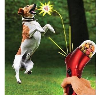 Hračka pro psy a kočky - vystřelovací zásobník na granule