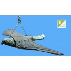 Trojrozměrná maketa dravce - poštolka na ochranu domu 52 cm